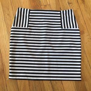 Forever 21 Black & White Striped Mini Skirt Sz M